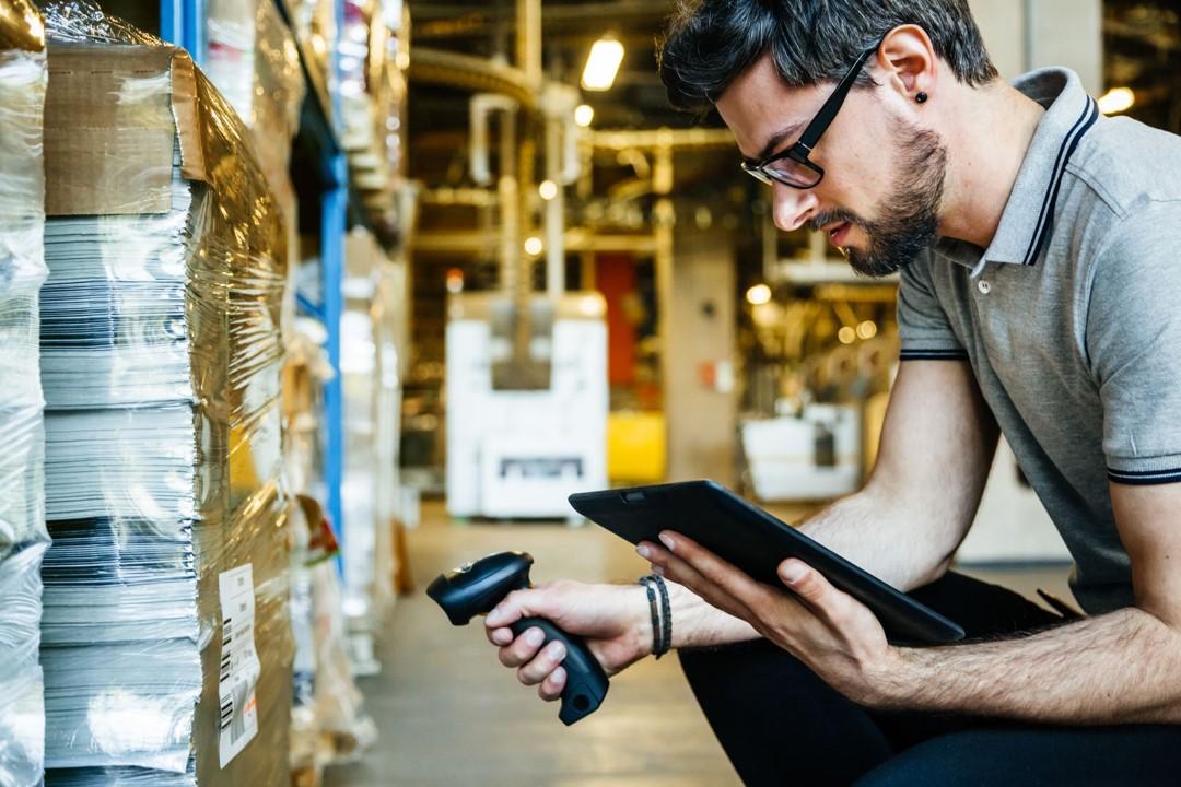¿Qué es la codificación de equipos en un sistema de mantenimiento?